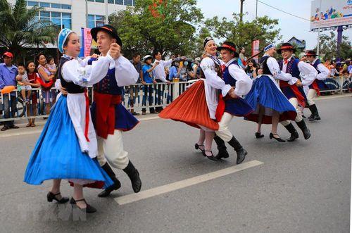 Rực rỡ lễ hội đường phố ở thành phố Huế - Ảnh 2