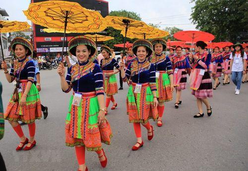 Rực rỡ lễ hội đường phố ở thành phố Huế - Ảnh 3