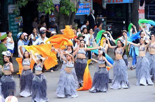 Rực rỡ lễ hội đường phố ở thành phố Huế - Ảnh 4