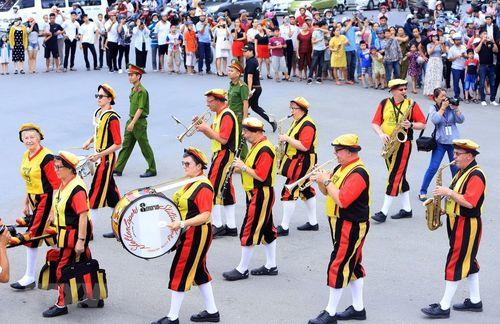 Rực rỡ lễ hội đường phố ở thành phố Huế - Ảnh 5