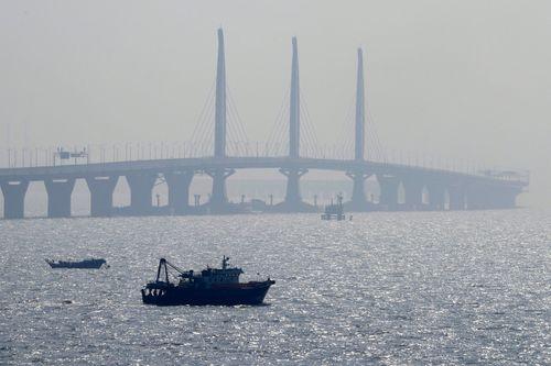 Trung Quốc sắp khánh thành cầu vượt biển dài nhất thế giới - Ảnh 3