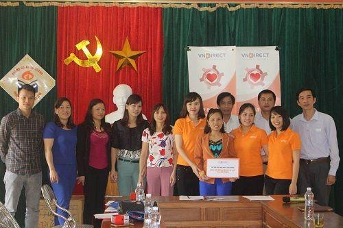 Nhà hảo tâm đưa nước sạch đến với 3.000 học sinh, giáo viên ở Hà Tĩnh - Ảnh 1