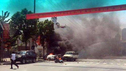 Hiện trường vụ nổ taxi kinh hoàng khiến 2 người tử vong - Ảnh 2