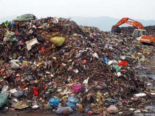 Vụ hầm chôn rác thải y tế: Rùng mình tiếp cận bãi rác đầu độc dân cư  - Ảnh 1