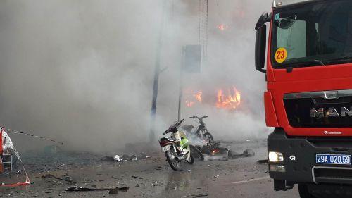 Chùm ảnh: Hiện trường vụ cháy quán karaoke trên đường Trần Thái Tông - Ảnh 5
