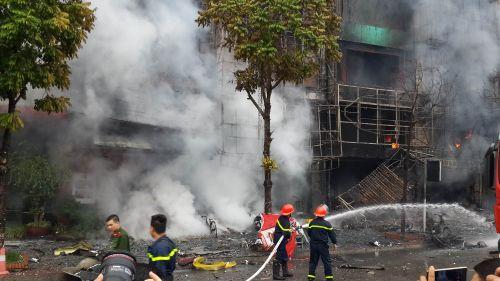 Chùm ảnh: Hiện trường vụ cháy quán karaoke trên đường Trần Thái Tông - Ảnh 2