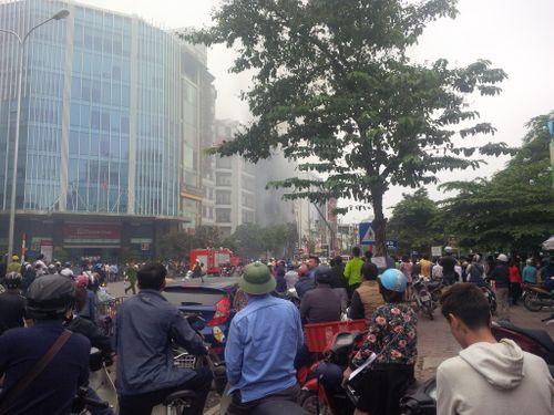 Chùm ảnh: Hiện trường vụ cháy quán karaoke trên đường Trần Thái Tông - Ảnh 7