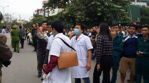 Chùm ảnh: Hiện trường vụ cháy quán karaoke trên đường Trần Thái Tông - Ảnh 3