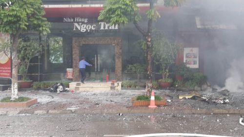 Chùm ảnh: Hiện trường vụ cháy quán karaoke trên đường Trần Thái Tông - Ảnh 4