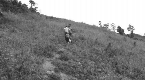 """Chinh phục đỉnh Pha Luông và chuyện về những """"chiến binh"""" thầm lặng - Ảnh 2"""