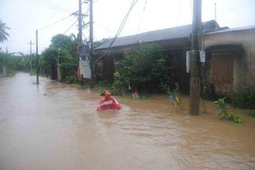 Quảng Bình: Giao thông chia cắt, 1 người chết do mưa lũ - Ảnh 1