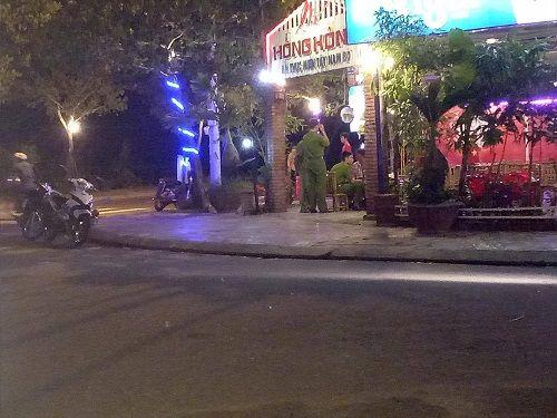 Quảng Nam: Thanh niên đâm chết người trong quán nhậu ra đầu thú - Ảnh 1
