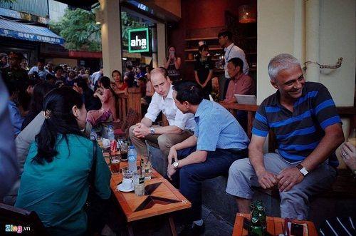 Hoàng tử Anh William dạo phố cổ Hà Nội, uống cà phê vỉa hè - Ảnh 6