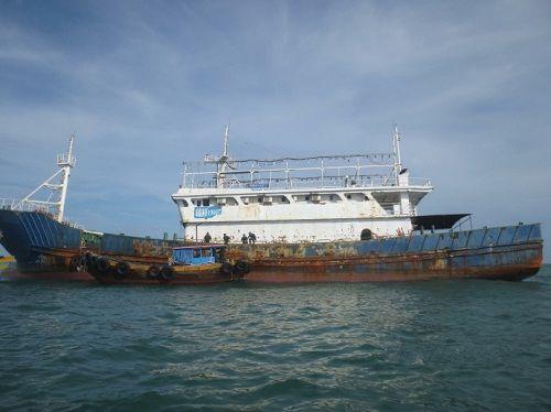 Tàu lạ không người lái trên biển ở Bình Thuận là của Trung Quốc - Ảnh 1