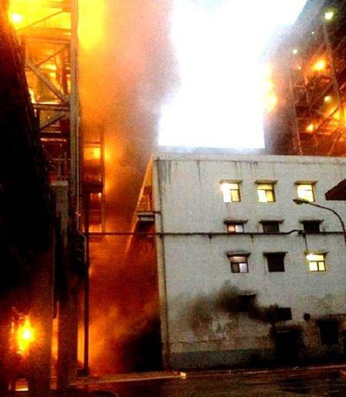 Quảng Ninh: Cháy nhà máy nhiệt điện, một nhà xưởng bị thiêu rụi - Ảnh 1
