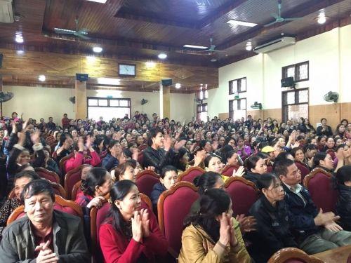 Chủ tịch tỉnh Hà Tĩnh làm nức lòng hàng trăm bà con tiểu thương  - Ảnh 1