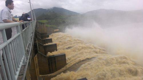 Khẩn cấp ứng phó lũ lụt nghiêm trọng và áp thấp nhiệt đới - Ảnh 2