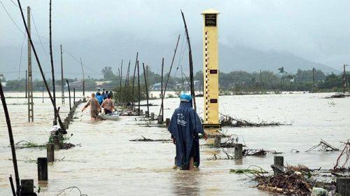 Bình Định: Nhiều khu dân cư bị cô lập do nước lũ dâng nhanh - Ảnh 1