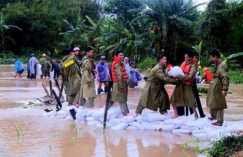 Bình Định: Nhiều khu dân cư bị cô lập do nước lũ dâng nhanh - Ảnh 2