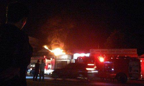 Cháy cửa hàng sửa chữa xe máy gần cây xăng, người dân hoảng loạn tháo chạy - Ảnh 1
