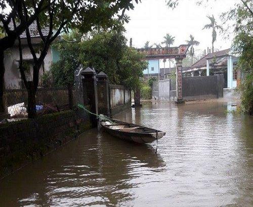 Mưa lớn ở Huế, hàng nghìn ngôi nhà bị ngập, nhiều nơi bị cô lập - Ảnh 1