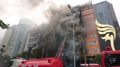 Vụ cháy quán karaoke khiến 13 người chết: Kỷ luật 3 cảnh sát cứu hỏa - Ảnh 1