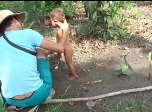 Truy tìm nam thanh niên hành hạ bé trai Campuchia - Ảnh 1