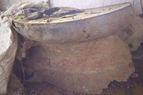 Đào móng làm nhà, phát hiện trống đồng niên đại 2.000 năm - Ảnh 1