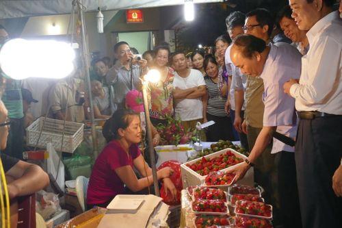Thủ tướng bất ngờ đến chợ Long Biên lúc tờ mờ sáng  - Ảnh 5