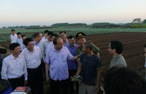 Thủ tướng bất ngờ đến chợ Long Biên lúc tờ mờ sáng  - Ảnh 8