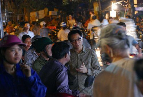 Thủ tướng bất ngờ đến chợ Long Biên lúc tờ mờ sáng  - Ảnh 10