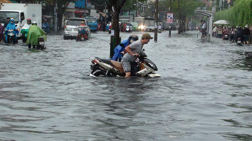 Dự báo thời tiết hôm nay 28/9: Gió tây nam gây mưa lớn ở Nam Bộ - Ảnh 1