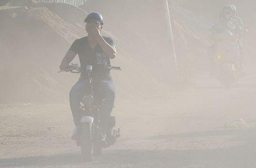 Ô nhiễm bụi trong không khí ở Hà Nội và TPHCM duy trì ngưỡng cao - Ảnh 1