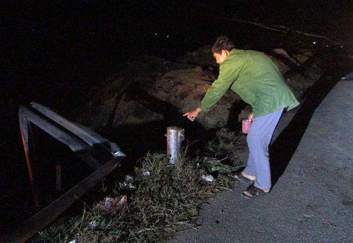 Xe tải tông lan can bên đường, 5 người trong gia đình thương vong - Ảnh 1