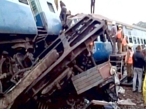 Ấn Độ: Tàu hỏa trật đường ray khiến 23 người thiệt mạng, hơn 100 người bị thương - Ảnh 1
