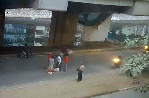 Một nam công nhân rơi từ nhà ga đường sắt Cát Linh - Hà Đông - Ảnh 1