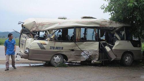 Xe khách tông xe container, nhiều hành khách bị thương - Ảnh 2