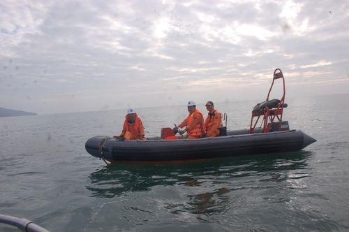 Lai dắt tàu gặp nạn cùng 18 thuyền viên vào bờ an toàn - Ảnh 3