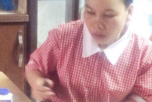 Nữ lao động Việt làm việc 15 giờ/ngày ở nước ngoài cầu cứu - Ảnh 2