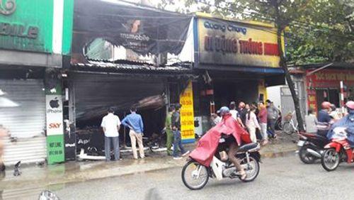 Hà Tĩnh: Hỏa hoạn thiêu rụi 5 ngôi nhà trong đêm - Ảnh 1