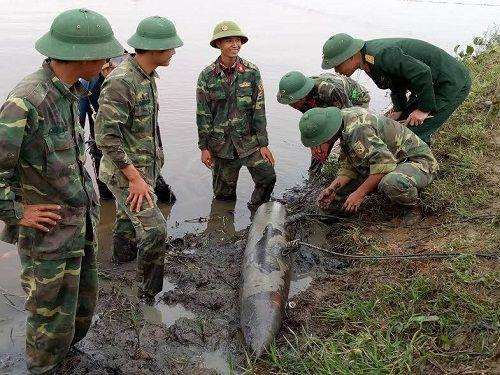 Thi công dự án, phát hiện quả bom nặng gần 230kg dưới lòng sông - Ảnh 2
