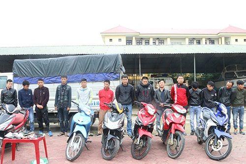 Hà Tĩnh: Phá ổ bạc tại nhà riêng, bắt giữ 17 đối tượng - Ảnh 1