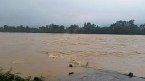 Hà Tĩnh: Nhiều xã miền núi bị cô lập do mưa lũ - Ảnh 1