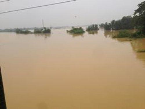 Hà Tĩnh: Nhiều xã miền núi bị cô lập do mưa lũ - Ảnh 2
