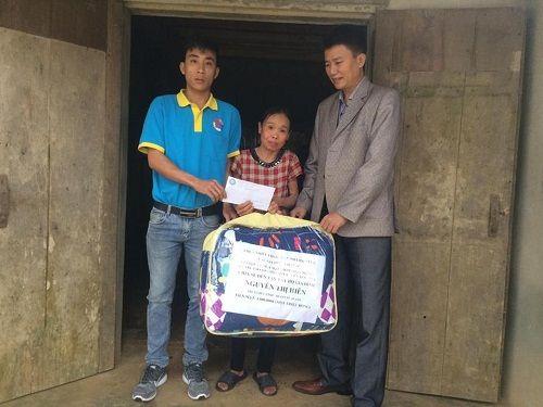 Hàng trăm suất quà Tết đến với người nghèo ở Hà Tĩnh - Ảnh 3