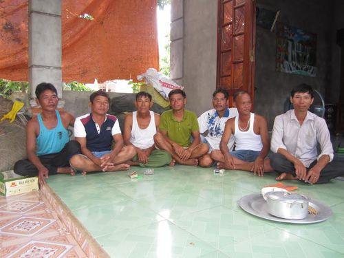 Ngư dân kể lại giây phút cứu 43 người trong vụ chìm tàu ở Quảng Trị - Ảnh 3