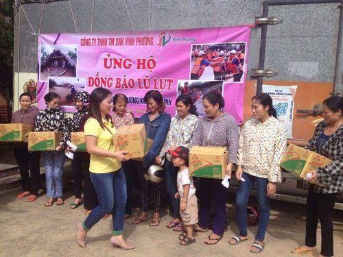 300 thùng hàng đến với người dân nghèo ven tâm lũ huyện Vũ Quang - Ảnh 3