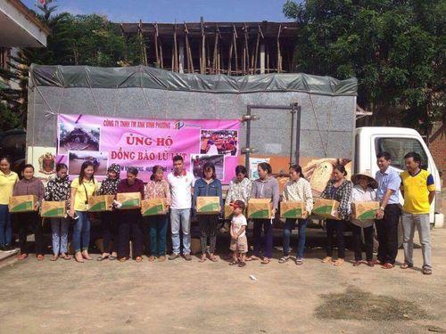 300 thùng hàng đến với người dân nghèo ven tâm lũ huyện Vũ Quang - Ảnh 4