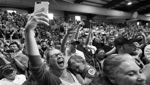 Hậu bầu cử Tổng thống Mỹ: Bi hài kẻ cười, người khóc vì cá cược  - Ảnh 1
