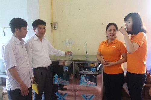 Nhà hảo tâm đưa nước sạch đến với 3.000 học sinh, giáo viên ở Hà Tĩnh - Ảnh 5